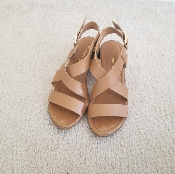 41cfbbed43a Madden Girl Tulum Tan Sandals Size US 6